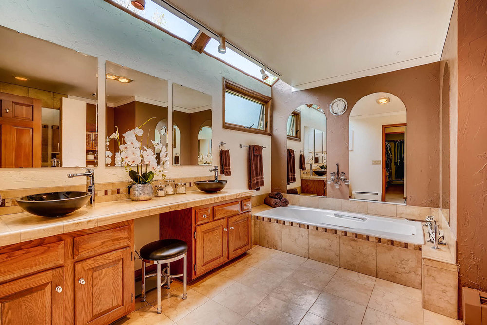 15214 W 73rd Ave Arvada CO-large-015-7-Master Bathroom-1500x1000-72dpi.jpg