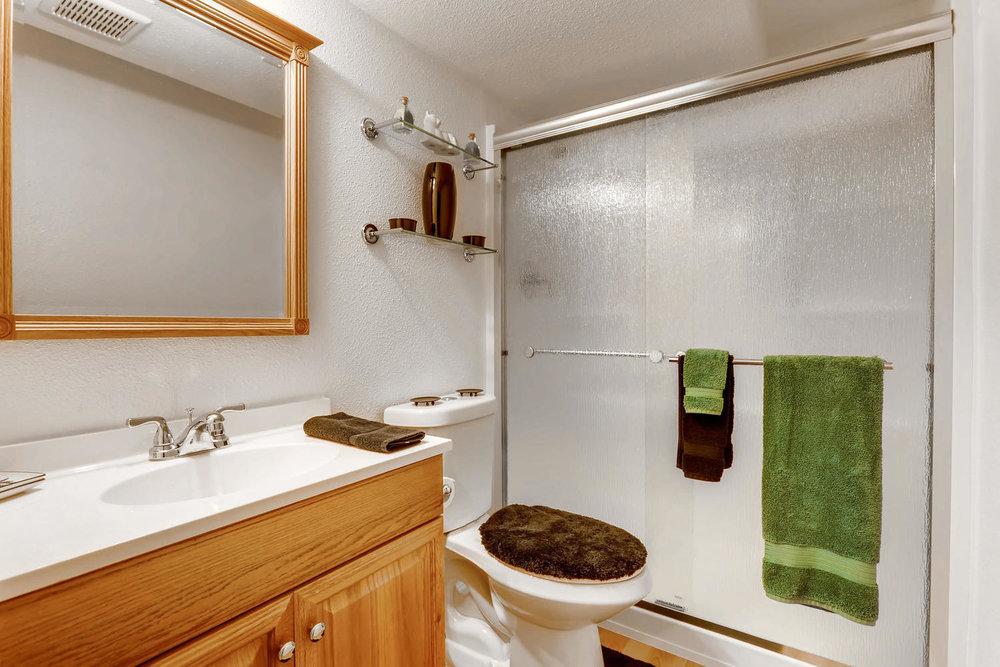 19860 E Garden Pl Centennial-large-021-12-Lower Level Bathroom-1500x1000-72dpi.jpg