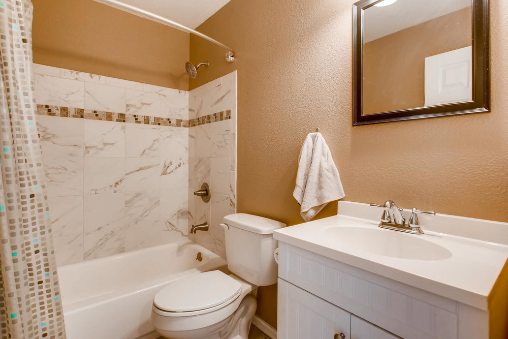 10979 Josephine St Northglenn-large-023-27-2nd Floor Bathroom-1500x1000-72dpi.jpg