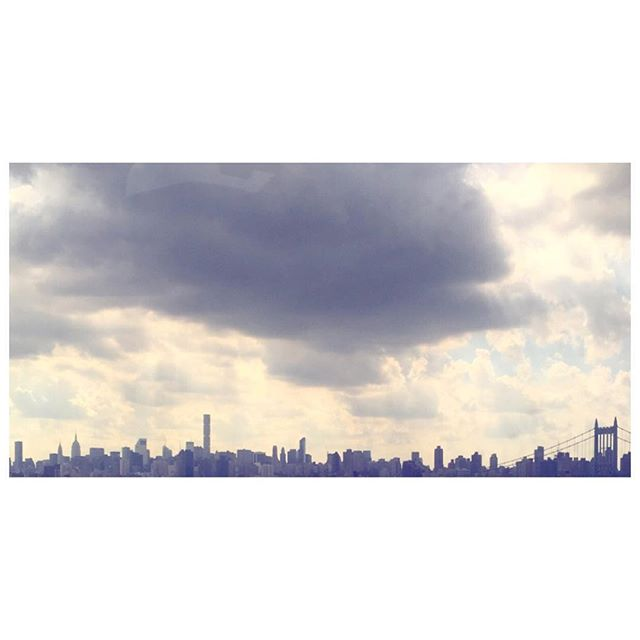 The view from the Amtrak window. Storm cloud city.🌩🌩🌩#NYC . . . #cityskyline #colorpalette #colorinspiration #silhouette #tgif #newyork #summer2016 #nycskyline #architecturephotography #travelphoto
