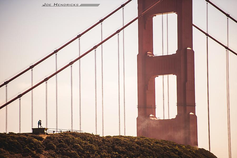 couple kissing on golden gate bridge