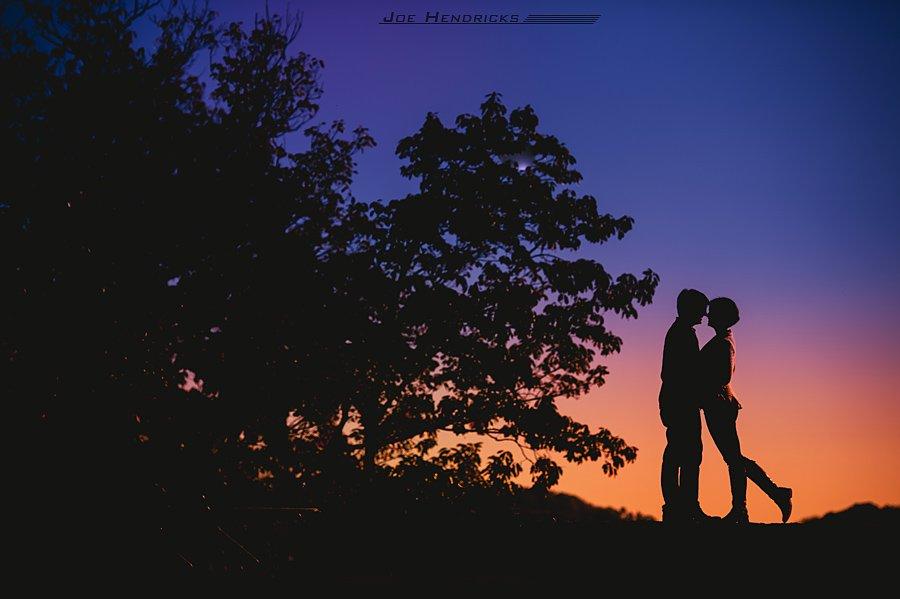 silhouette kissing