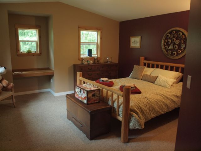 "The Pine Room, upper floor, 43"" flat screen, Netflix, wifi"