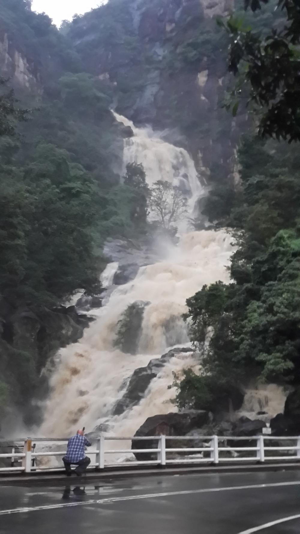 Rawana Ella waterfall (photo by Eva Depari)