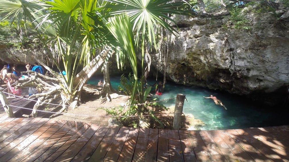 cenote 2 c.jpg