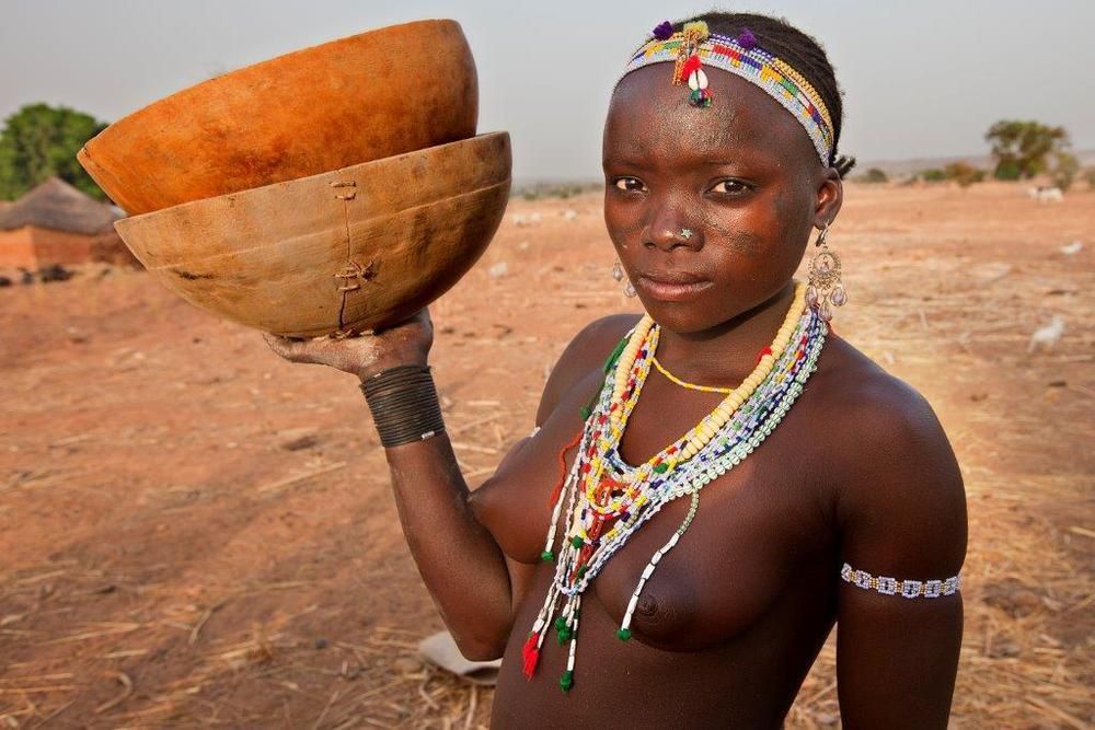 Retrato de una mujer kamberi de Nigeria