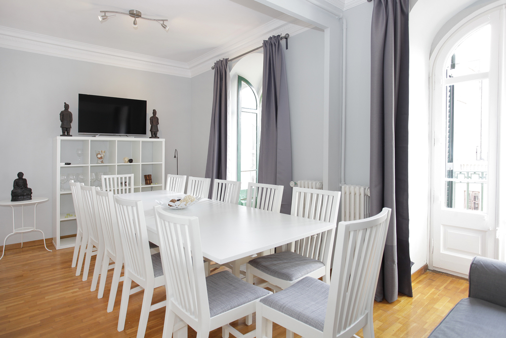 Diputació .A spacious flat in a beautiful modernist building from the beginning of last century, close the Passeig de Gràcia, Plaza Catalunya, and Born.   Book now with airbnb!