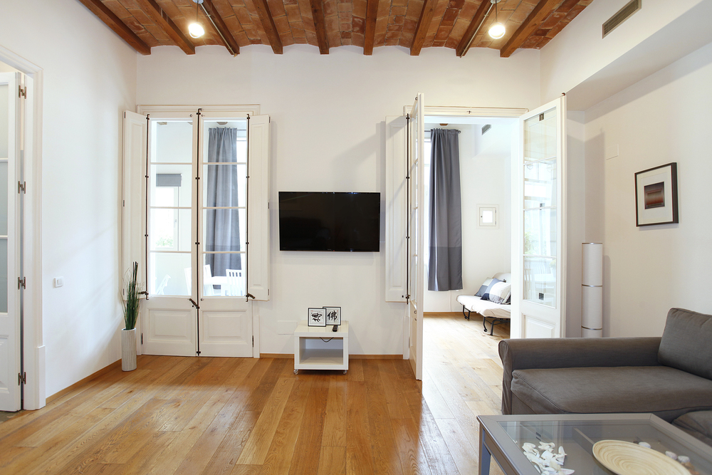 Passatge Domingo .This spacious design flat is in a historic but modern building, completely renovated. 120 m2 in a quiet street, next to Passeig de Gràcia & Rambla Catalunya, the best area. The Gaudi buildings, great shops, restaurants and bars just out the door   Book now with airbnb!