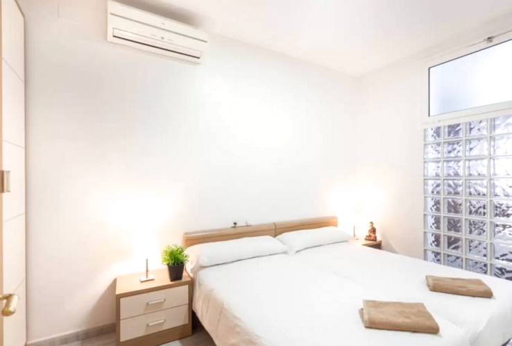 San Juan. A lovely flat located very close to the Arc de Triumph, Parc Ciutadella and Born, notorious for its cool bars and restaurants. The apartment itself can comfortable hold up to 6 people, and is modern and sunny, with a cool minimalist vibe.   Book now with airbnb!