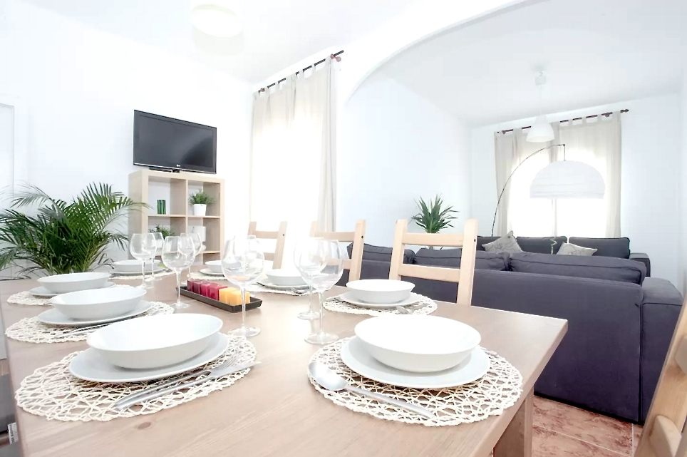 Provenza . Perfectly located with incredible views of the Sagrada Familia, this luxury flat is very well equipped and is ideal for up to 8 people. Stylish and bright, this apartment is suitable for families, friends and business groups alike.   Book now with airbnb!
