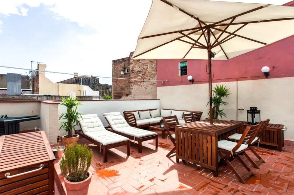 Calders. Rustic 2 bedroom historic flat located in the heart of Barcelona's beautiful El Born neighbourhood. This apartment is full of charm with wooden floor boards and antique furnishings. The flat boasts an incredible sun-drenched furnished rooftop terrace with a BBQ.   Book now with airbnb!