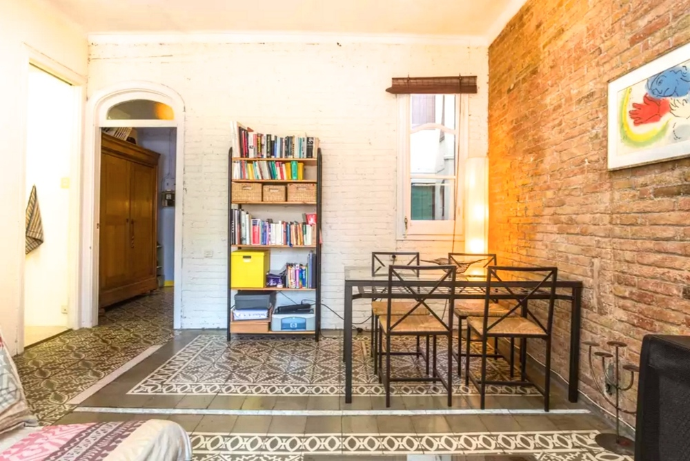 Casanova. A quirky, stylish and comfortable apartment, with exposed brick walls and original floor tiles, located in a stunning Art Nouveau building. Full of natural light and incredibly spacious, as well as being positioned in a trendy and bustling neighbourhood, makes this the perfect spot to enjoy your time in Barcelona.   Book now with airbnb!