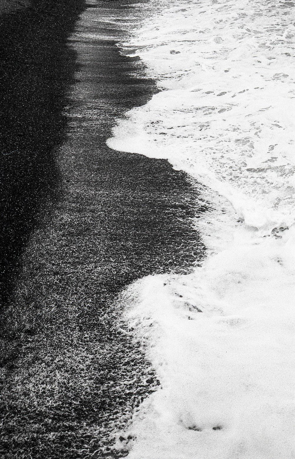 love the contrast between the 'black' beach and 'white' waves - in reality both were a mucky brown colour but that's the joy of black and white photography innit - Fomapan 200