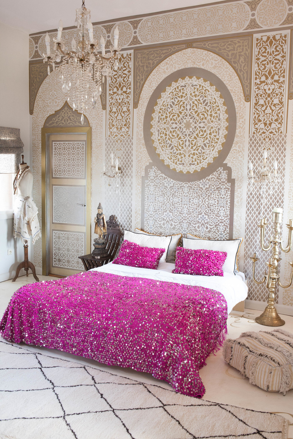 Handiras  and a dreamy tale of glamorous Moroccan bedroom ideas. Handiras  and a dreamy tale of glamorous Moroccan bedroom ideas