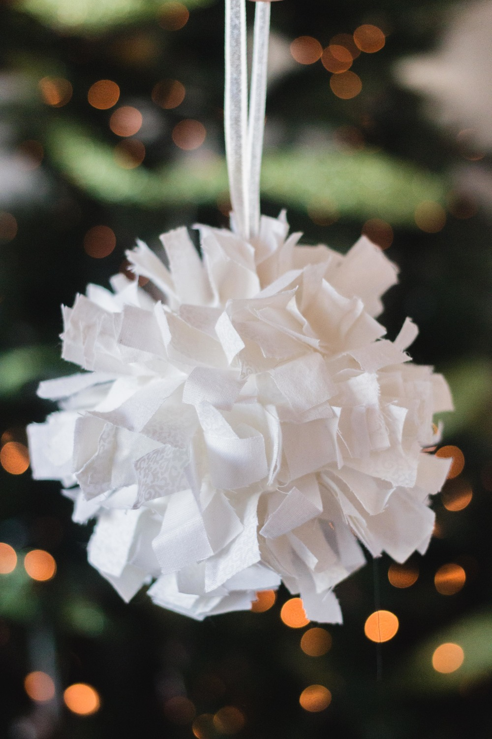 Pinecone Holiday DIY Easy Homemade Ornaments per natale styrofoam ball