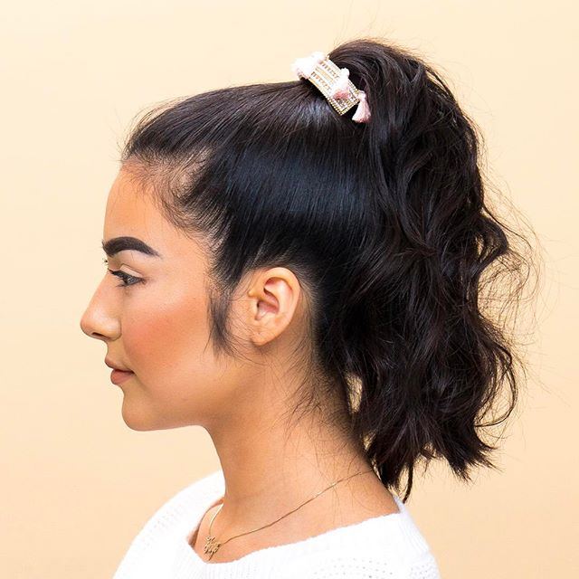 Faye's hair is styled using Barro styling clay, Champu Seco dry shampoo, and a @chloeandisabel styling cuff 💕⭐️