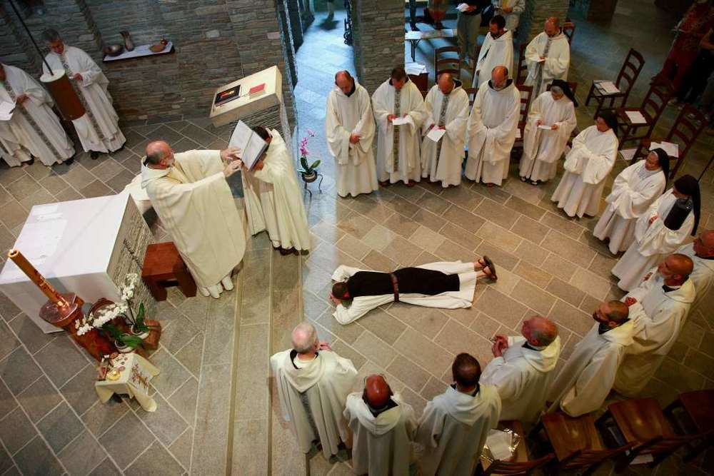 Cerimonia di accoglienza del monaco in Comunità al monastero di Prà 'd Mill