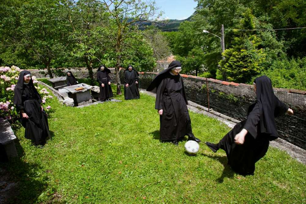 L'ora della ricreazione al monastero di Miasino