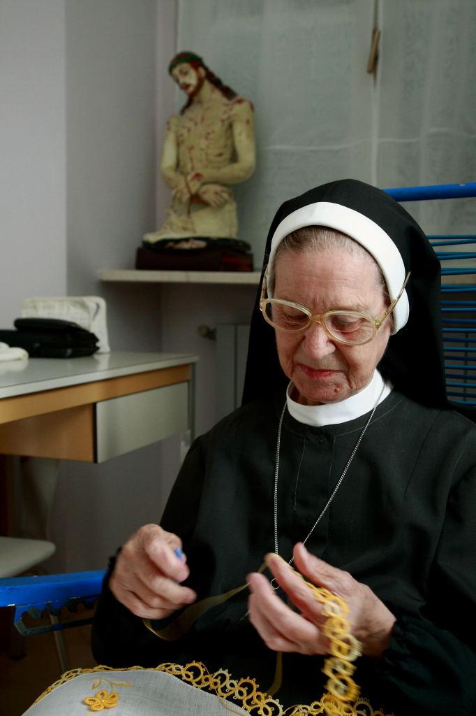 Ricamo al monastero di Pralormo