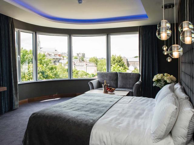 riverside-park-hotel-new-jnr-suite-2.jpg