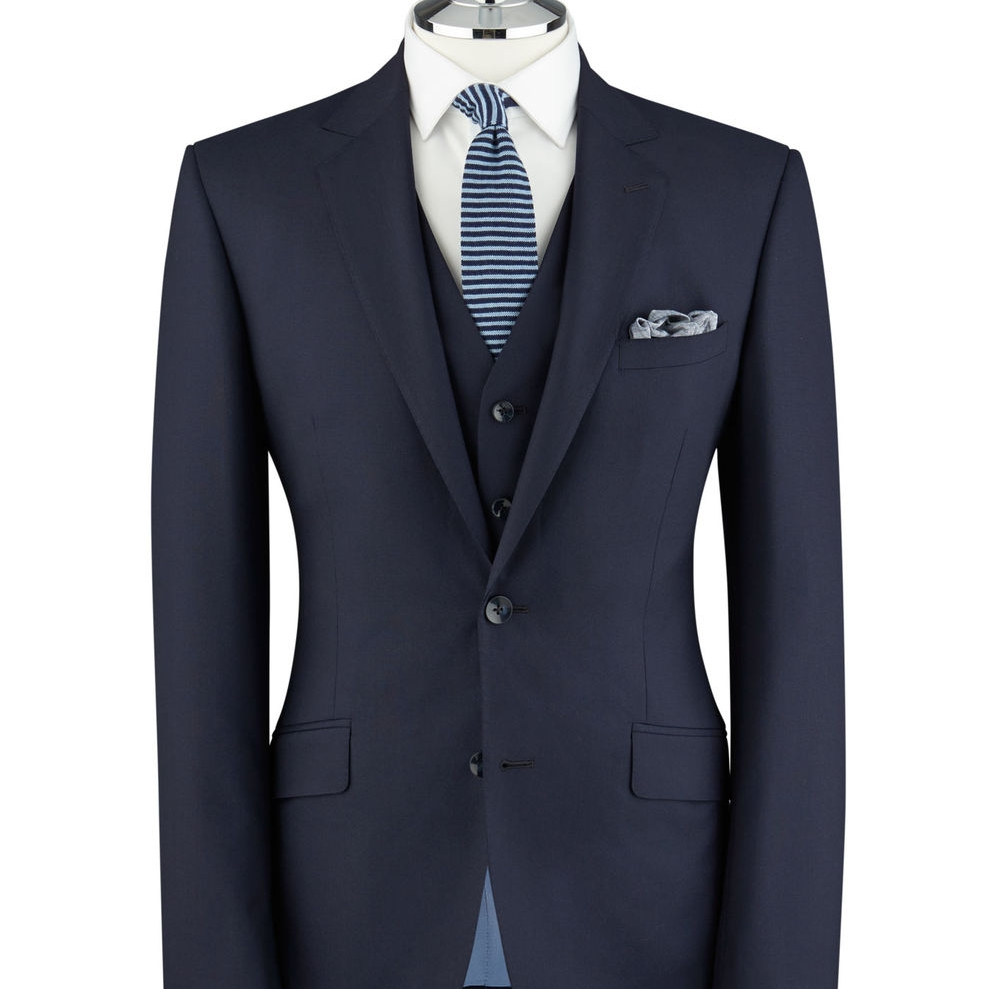 Men's suit with a moderate shoulder