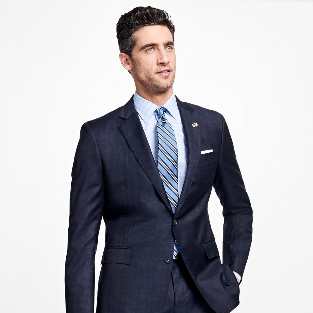 Men's suit with a strong shoulder