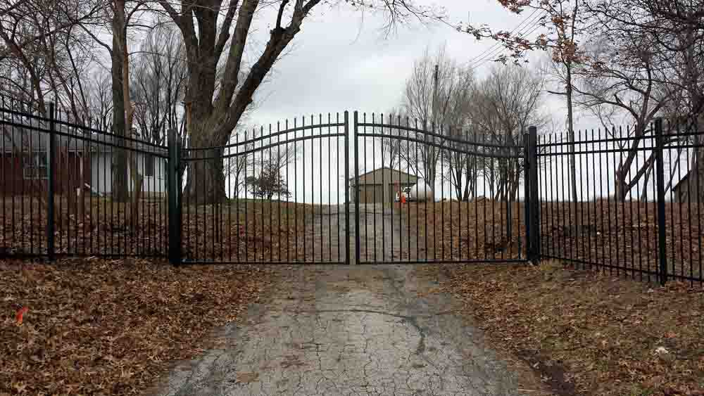 iron estate gates - bernies fence company - kansas city mo.jpg