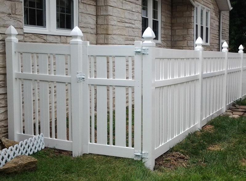 vinyl.fence.home.2.jpg