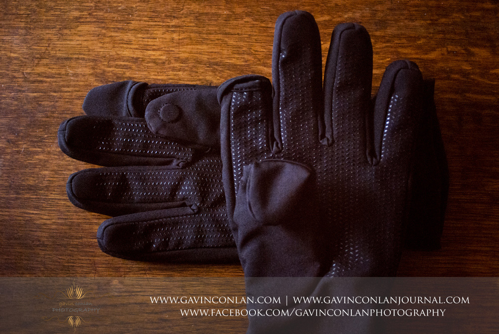up close product shot of the UKphotodistro photography gloves showing the index finger and thumb caps held down by the magnets.