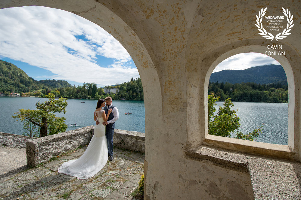 destination-wedding-portrait-lake-bled-bled-island-gavin-conlan-photography-wedaward-02