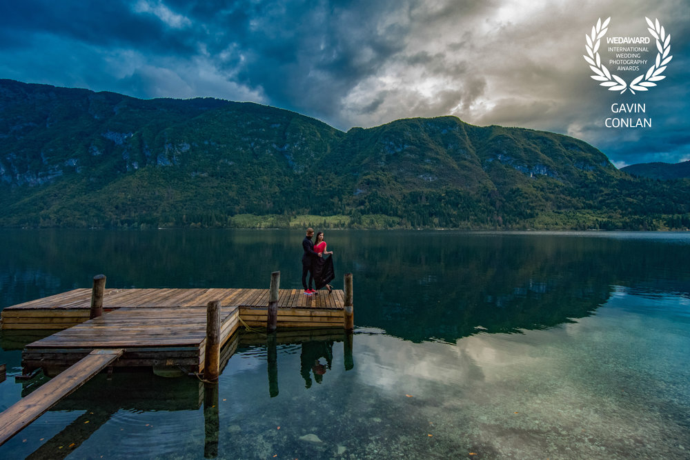 destination-engagement-session-portrait-lake-bohinj-bled-slovenia-gavin-conlan-photography-wedaward-02