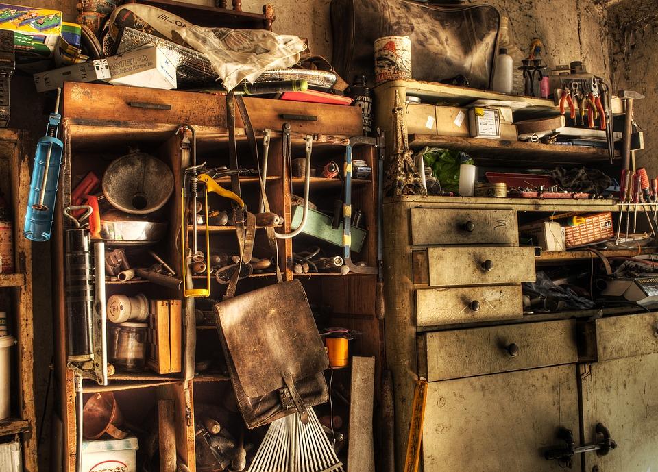 shelf-3190116_960_720.jpg