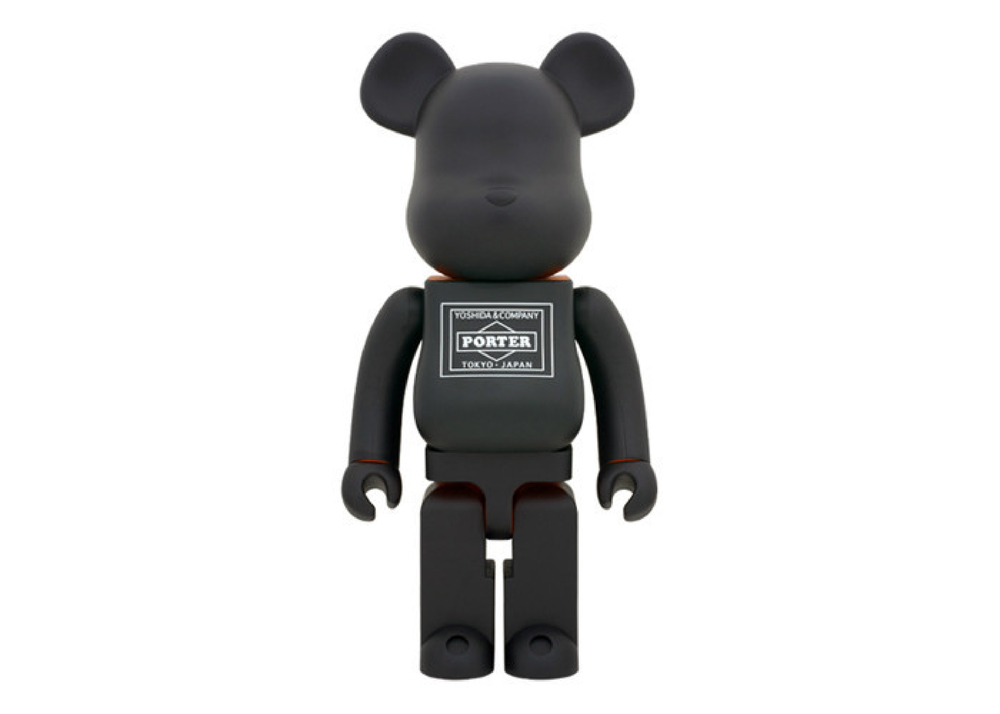 For the second time, Japanese collectible toy manufacturers Medicom join forces with iconic street fashion label NEIGHBORHOOD to reimagine their iconic BE@RBRICK toy in supersize form. Four years ago, the two brands collaborated to create a 400% size BE@RBRICK, this latest version mirrors its old form in a larger 1000% size. We will be be releasing the NEIGHBORHOOD 1000% BE@RBRICK along with the Porter 80th Anniversary 1000% BE@RBRICK on 6/7 at ACD Gallery.