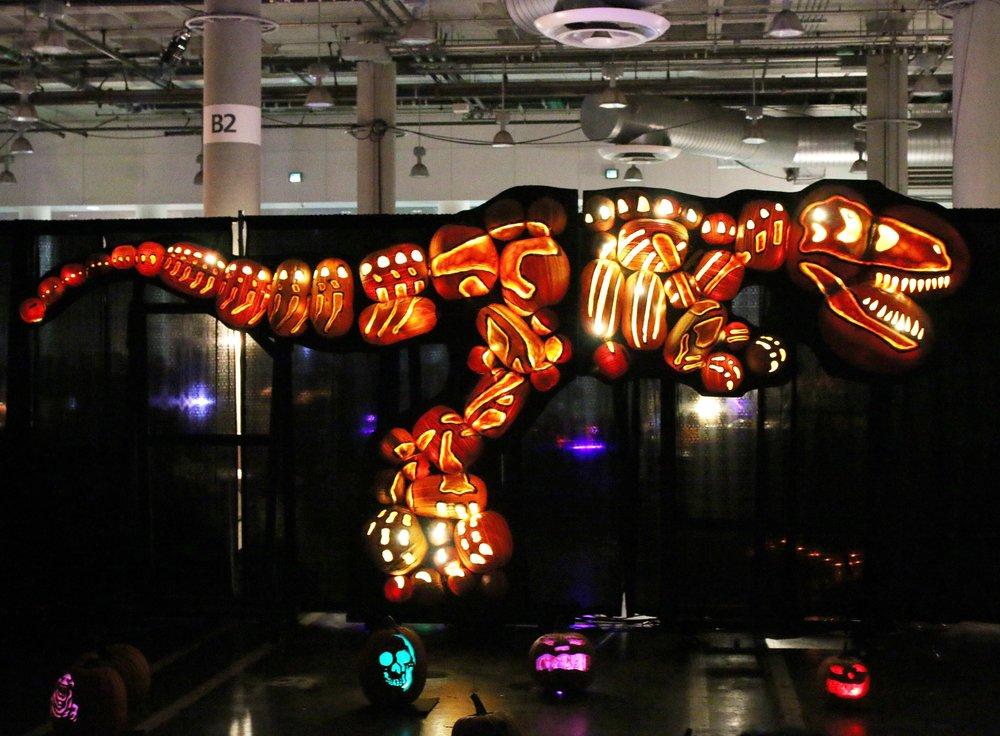 rise-pumpkin-trex-dinosaur