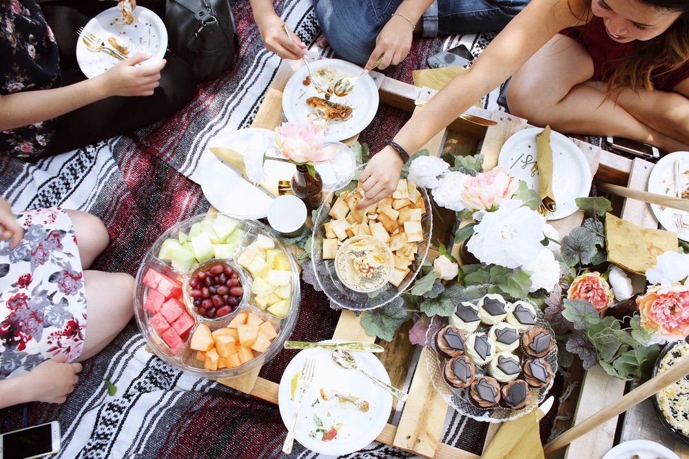 girlandtheword-boho-style-graduation-picnic-party-7
