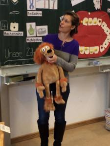 Frau Dr. Schroll