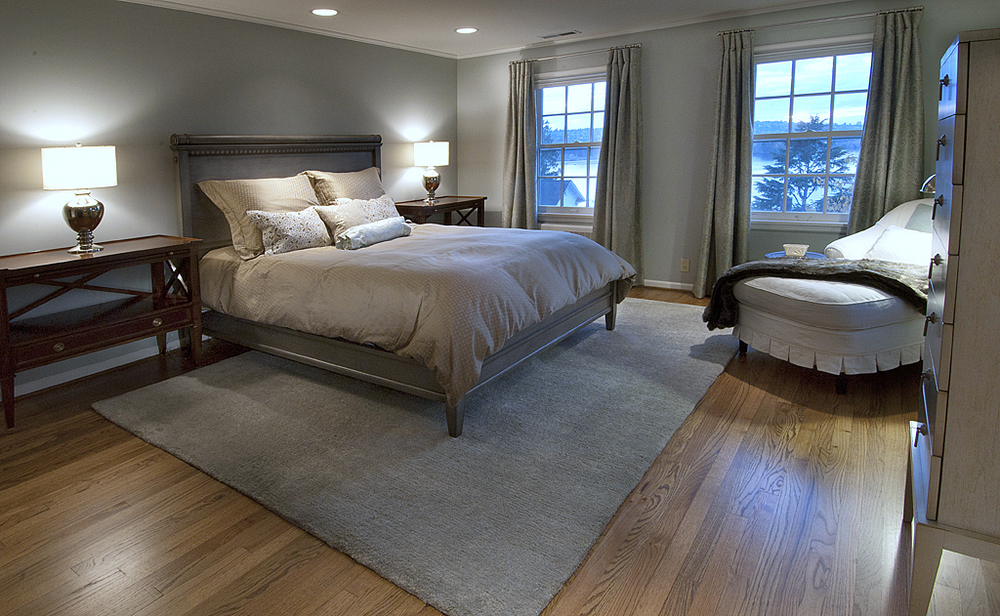 All new furniture, custom rug, new bedding, generously sized nightstands, warm window treatments - and a view of the lake!