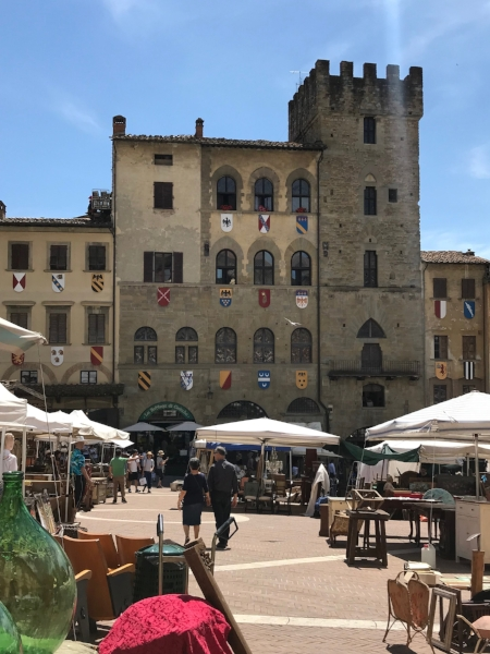 The monthly market in Arezzo