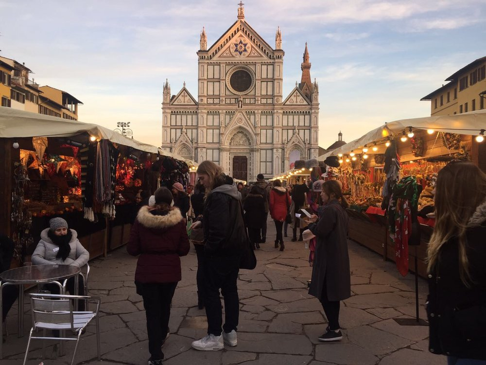 Christmas decorations are everywhere, the    Mercato di Natale    (Christmas market) at Piazza Santa Croce is in full swing, and Vin Brûlée (mulled wine) is offered almost everywhere - even in our kitchen!