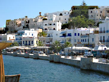 Naxos_harbourfront.jpg