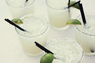 PSP-HOME-amigoroom-white_cocktails_with_lime_20130719_1613.png