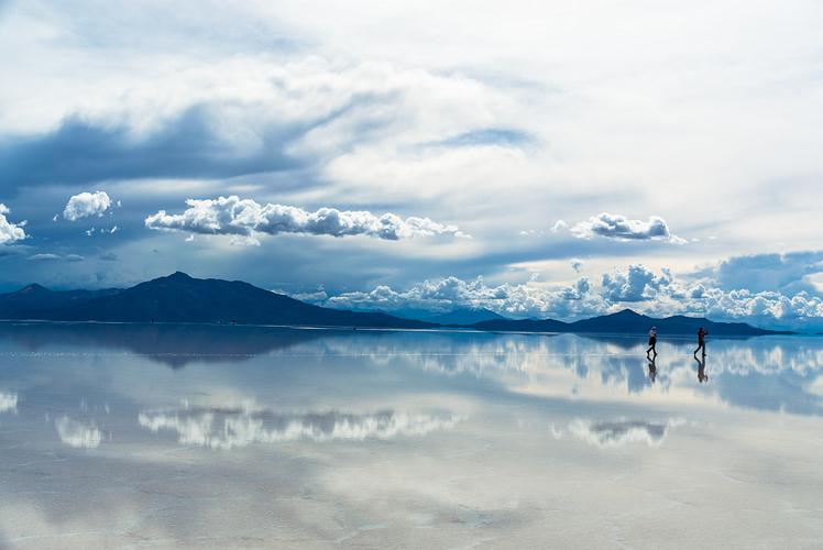 Salar-De-Uyuni-Bolivia.jpg