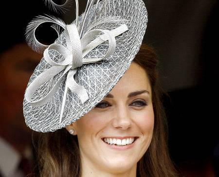 450x364-alg_kate_middleton_hat.jpg
