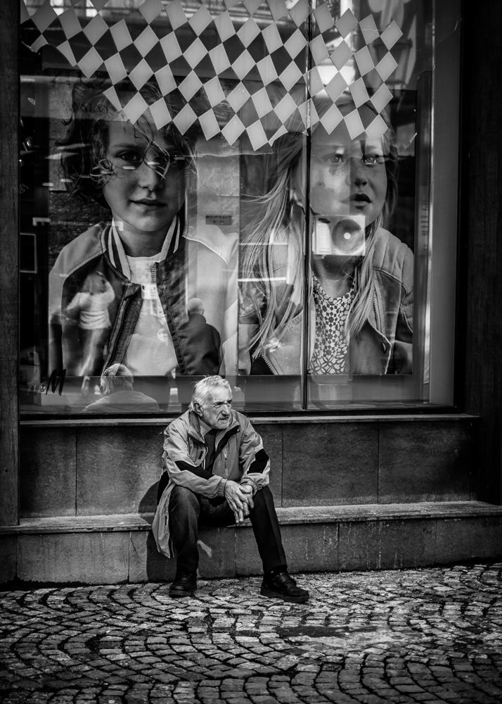Catalin Burlacu - Street Photographer Luxembourg  - www.ishootcolors.com157.jpg