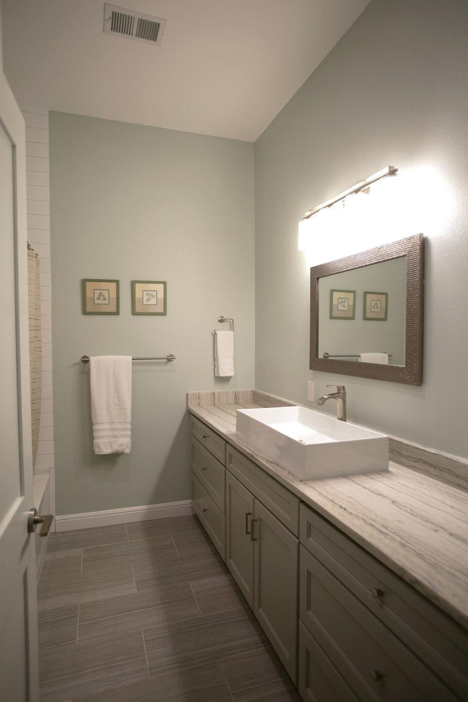 hangingcliffbathroom.jpg