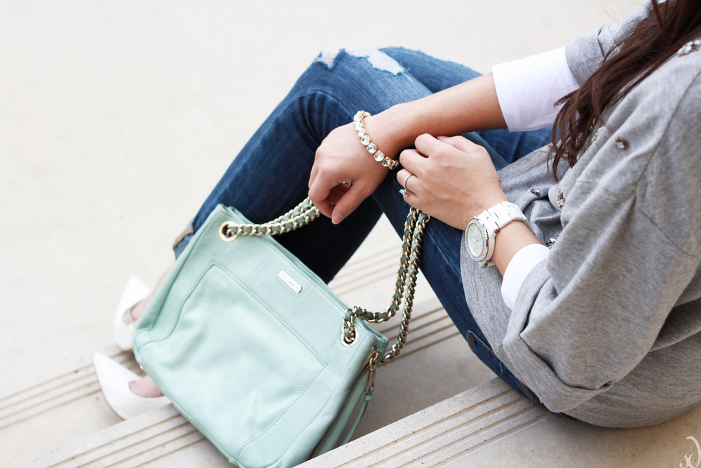Boyfriend jeans, white pumps, mint purse