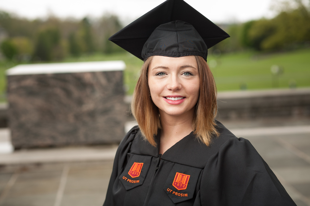 Liz - Virginia Tech Cap and Gown Session — Bent-Lee Carr Photography