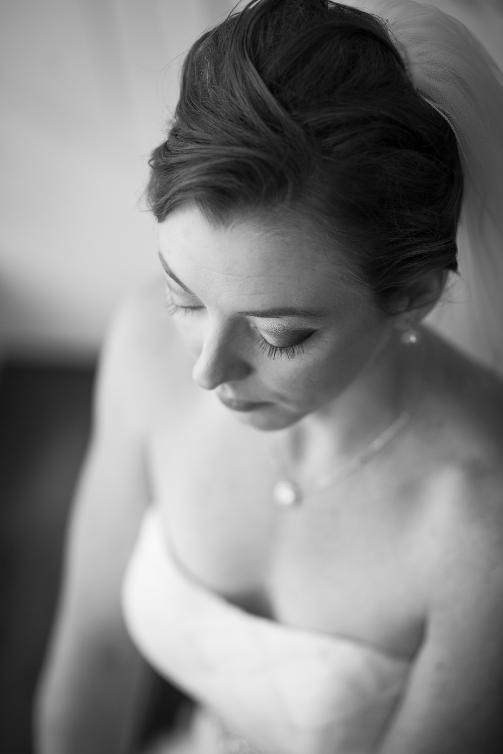 wedding photographer bent-lee carr the kyle house fincastle virginia black and white bride looking down focus on eyelashes