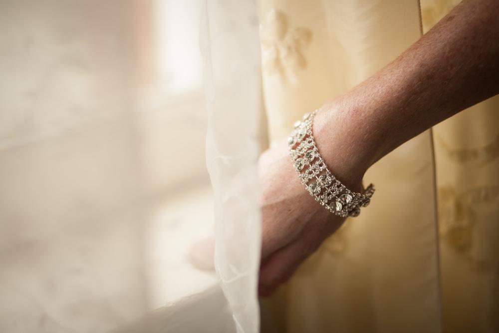 wedding photographer bent-lee carr bride details bridal details the kyle house fincastle virginia bracelet