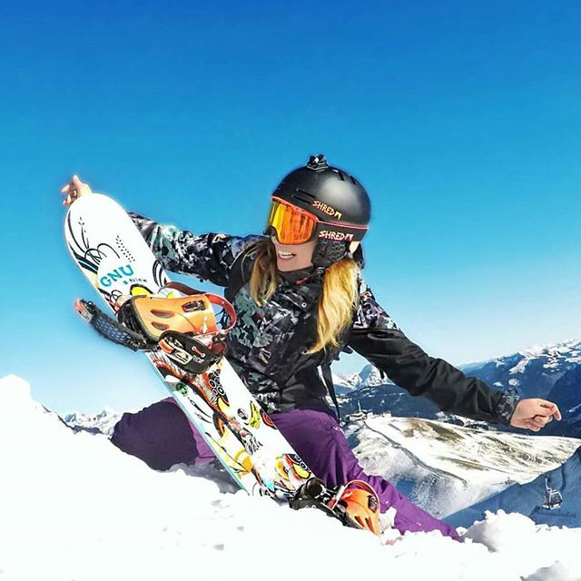 Happy New Year! #highlife 📸@rockabella.goprogirl_and_husky . . . #cannabisoutdoors #schwag #cannabislife #420 #ganjapreneur #cannabislovers #snowboard